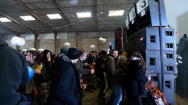 Megafiesta que reunió a unas 2.400 personas en el oeste de Francia en ocasión de Año Nuevo