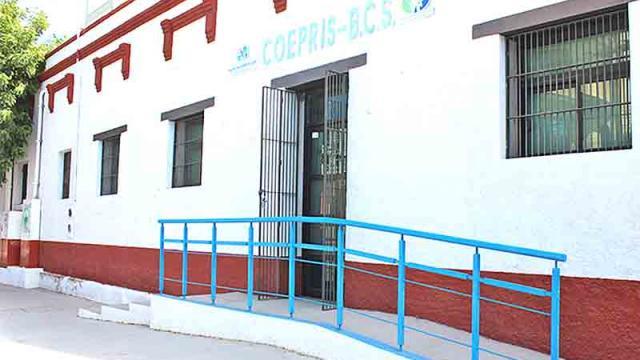 Vacuna Covid-19 aún no está liberada para venta: Coepris