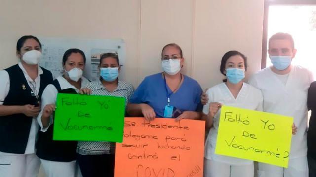 En CSL se manifiestan trabajadores de IMSS, piden ser vacunados