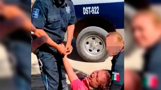2 policías denunciados por violencia excesiva contra vendedora