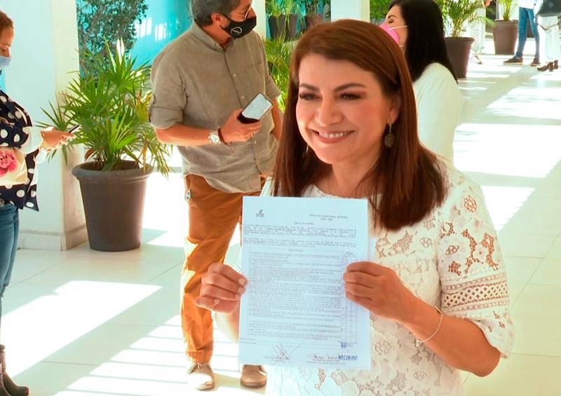 Lupita Saldana se registra como precandidata a la presidencia