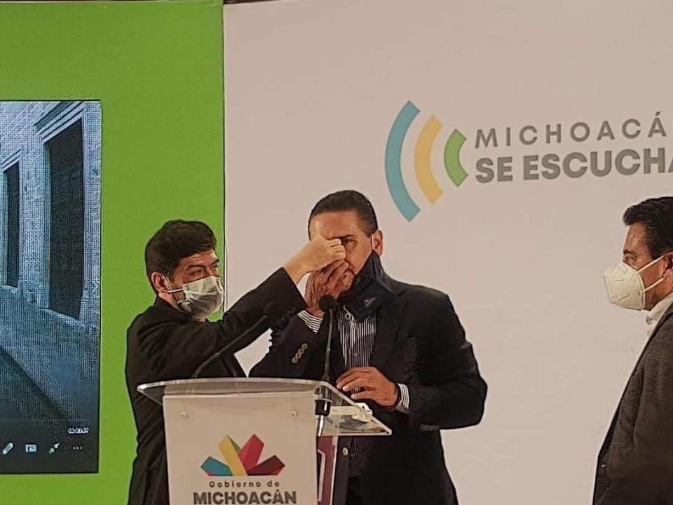 Silvano Aureoles en rueda de prensa