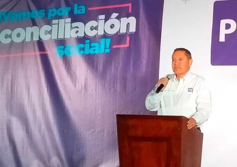 Adonaí Carreón registra candidatura para gobernador por el PES