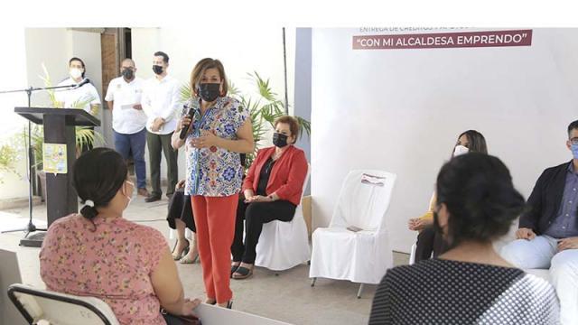 """Entrega """"Con Mi Alcaldesa Emprendo"""" 21 apoyos"""