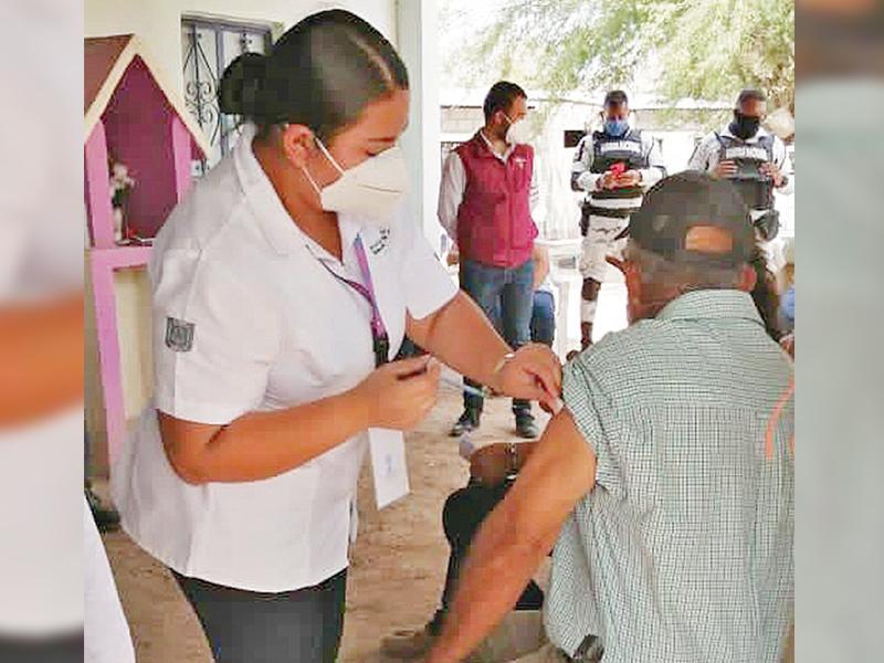 Vacunan contra Covid-19 en La Soledad y localidades aledañas