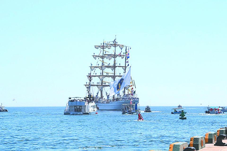 """Zarpa buque """"Cuauhtémoc"""" de Los Cabos"""