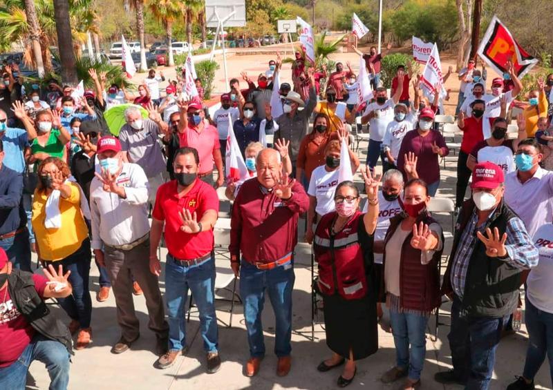 Recorre Víctor Castro municipio de Los Cabos, se reúne con sectores y comunidades