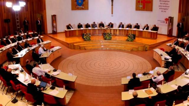 Preocupa a Iglesia actualización de contenidos de libros de texto