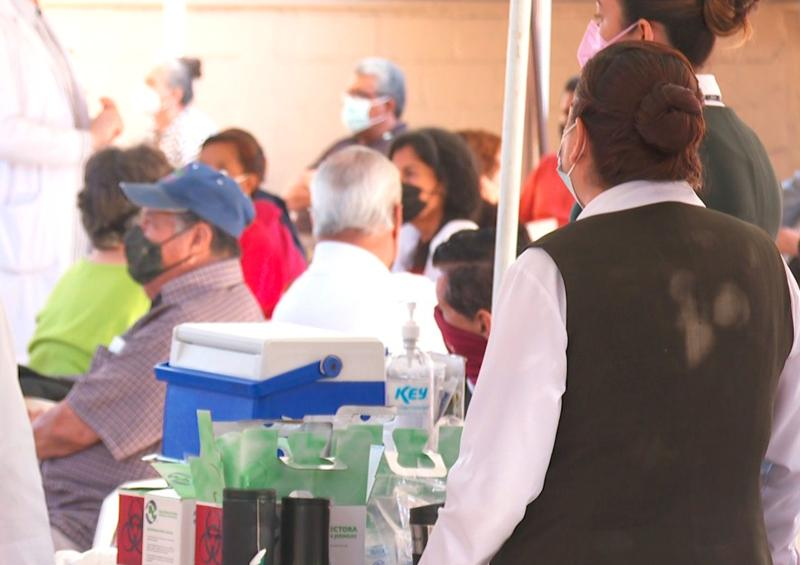 La estrategia es vacunar a maestros del sector público y privado