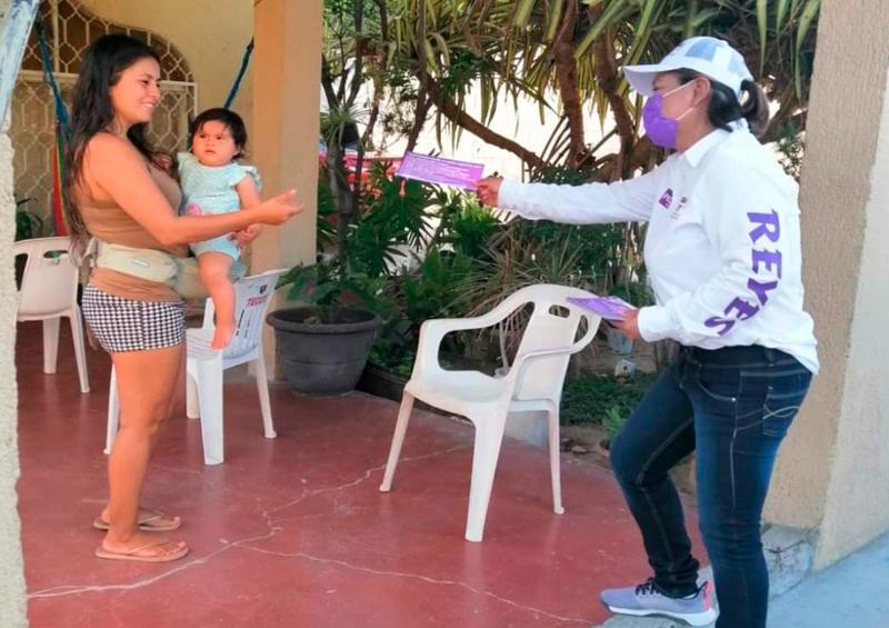 Camina Rocxana Reyes la colonia Guadalupe Victoria