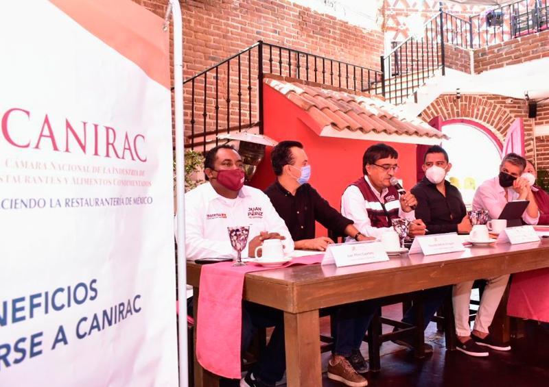 CANIRAC y Óscar Leggs firman acuerdos de trabajo