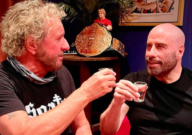 Captan a Sammy Hager y John Travolta en conocido bar de CSL