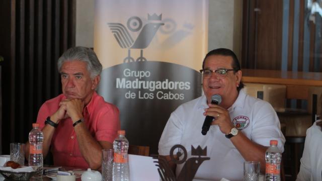 Alfredo Porras en reunión con el Grupo Madrugadores de Los Cabos