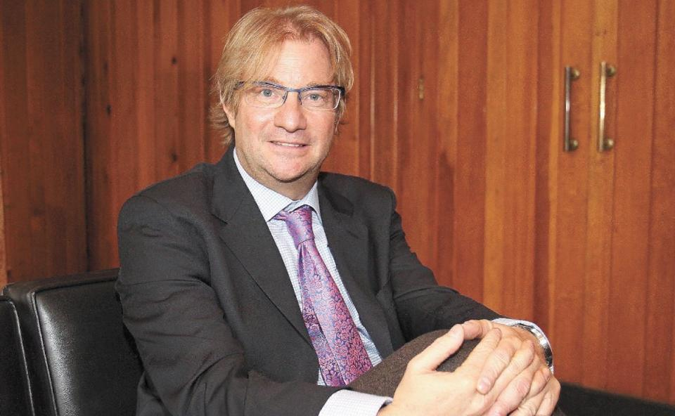 Giran orden de aprehensión contra Andrés Roemer