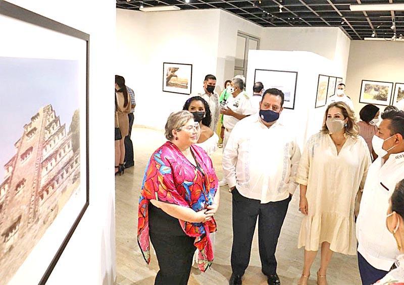 Recibe BCS exposición fotográfica sobre Veracruz