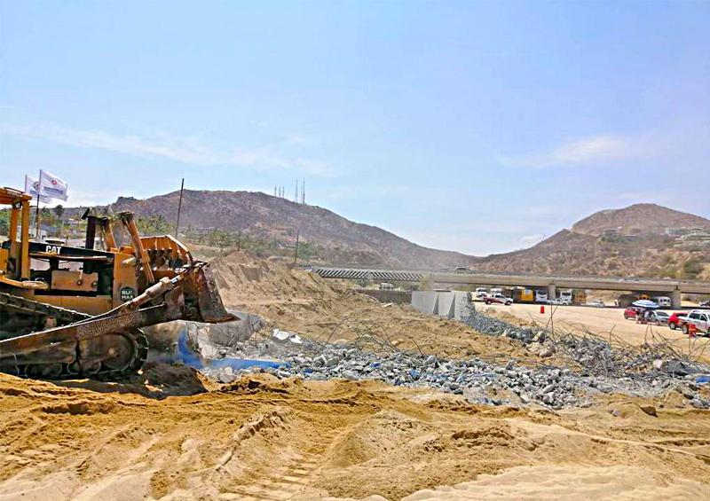 Interviene Protección Civil en muro de Costa Azul