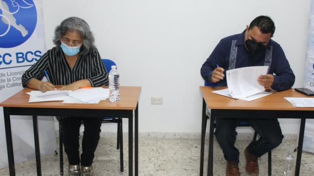 Colegio de comunicólogos firma convenio de transparencia