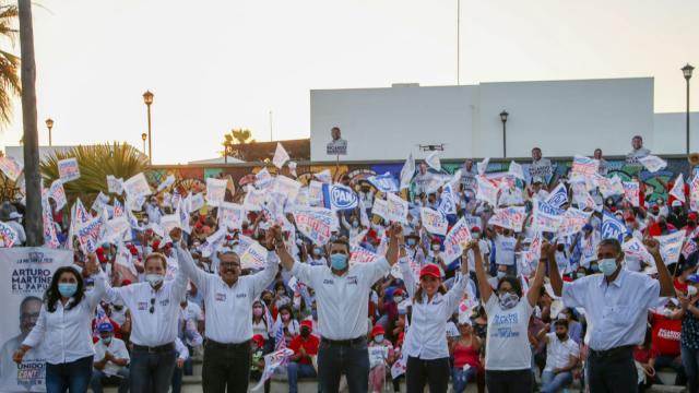 Candidato a la alcaldía de La Paz y candidato a diputado local