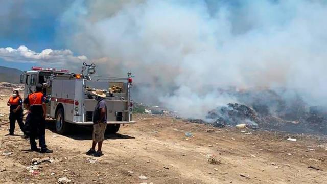 Basurero de Buena Vista en Los Cabos arde en llamas