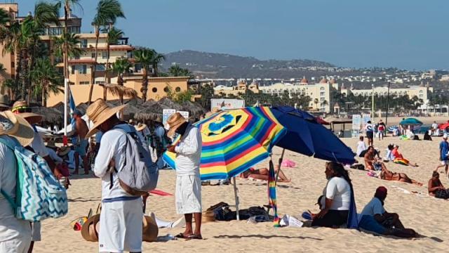 """Descontrol """"descomunal"""" de actividades en playa El Médano"""