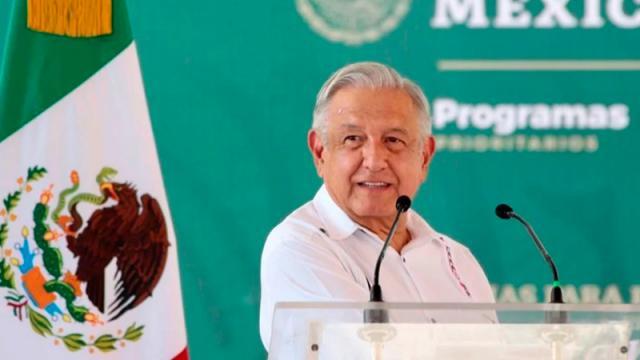 Pese a veda por consulta, AMLO llama a juzgar a expresidentes