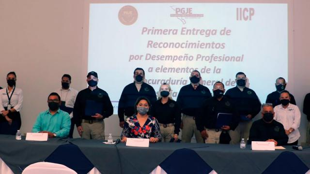 15 servidores públicos de la PGJE reciben reconocimiento por desempeño profesional