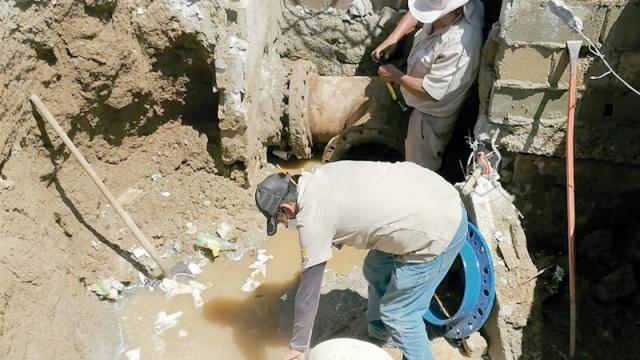Reparan fuga de agua  potable en la calle Paseo CSL