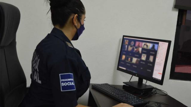 Capacitan a policías de BCS sobre libertad de expresión