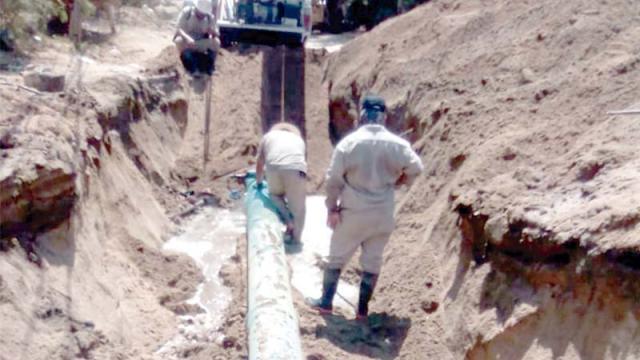 Sustituyen tramo de acueducto que va a Lomas del Sol